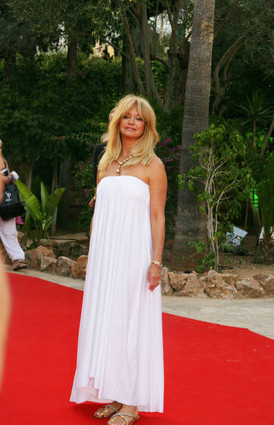Goldie white on red carpet
