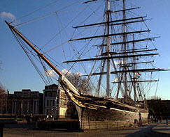 the-cutty-sark-ravaged-by-fire.jpg