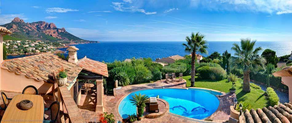 Домик на берегу моря монако