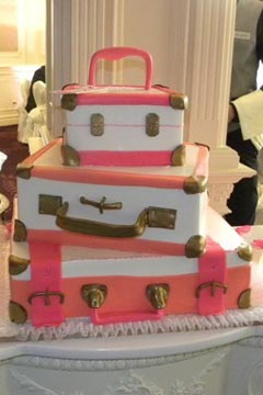 luggage-wedding-cake-pink