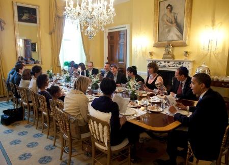 Barack_Obama_hosts_a_Seder_dinner_2009