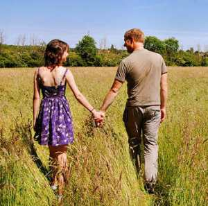 woman-man_holding-hands in a field