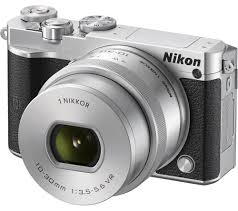 Nikon 1 J5 compact fast shooting camera 500