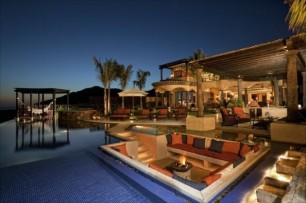 Outdoor Luxury Seating Area 2a