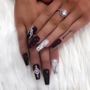 IG B W Nails