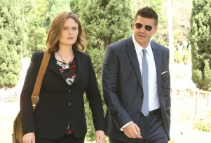 """BONES: L-R: David Boreanaz and Emily Deschanel in the """"The New Tricks in the Old Dogs"""" episode of BONES airing Tuesday, Jan. 17 (9:01-10:00 PM ET/PT) on FOX. ©2016 Fox Broadcasting Co. Cr: Patrick McElhenney/FOX"""