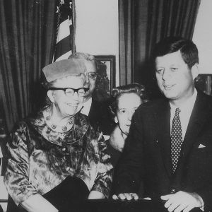 Eleanor_Roosevelt_and_John_F._Kennedy_(President's_Commission_on_the_Status_of_Women)_-_NARA_cropped.jpg